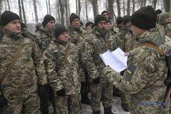 ''Ходим с оружием, БТРы заправлены'': что происходит в воинских частях Украины