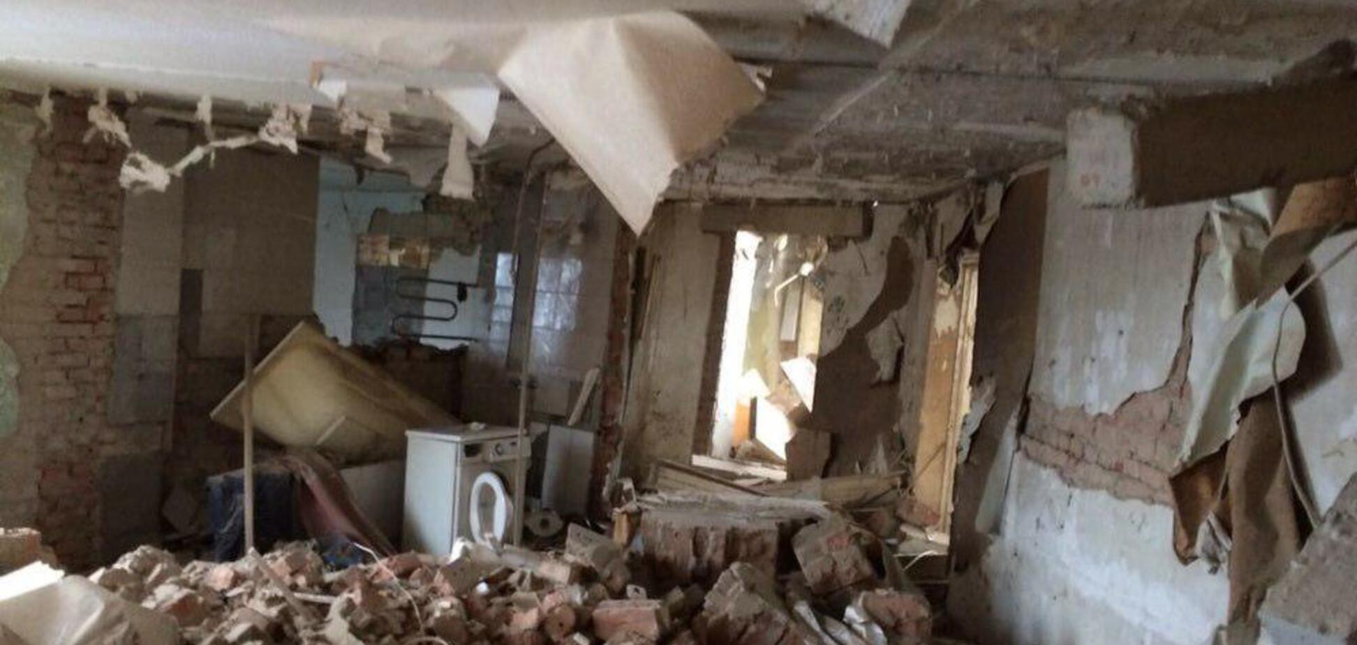 Під Києвом прогримів вибух у житловому будинку: перше відео обвалення