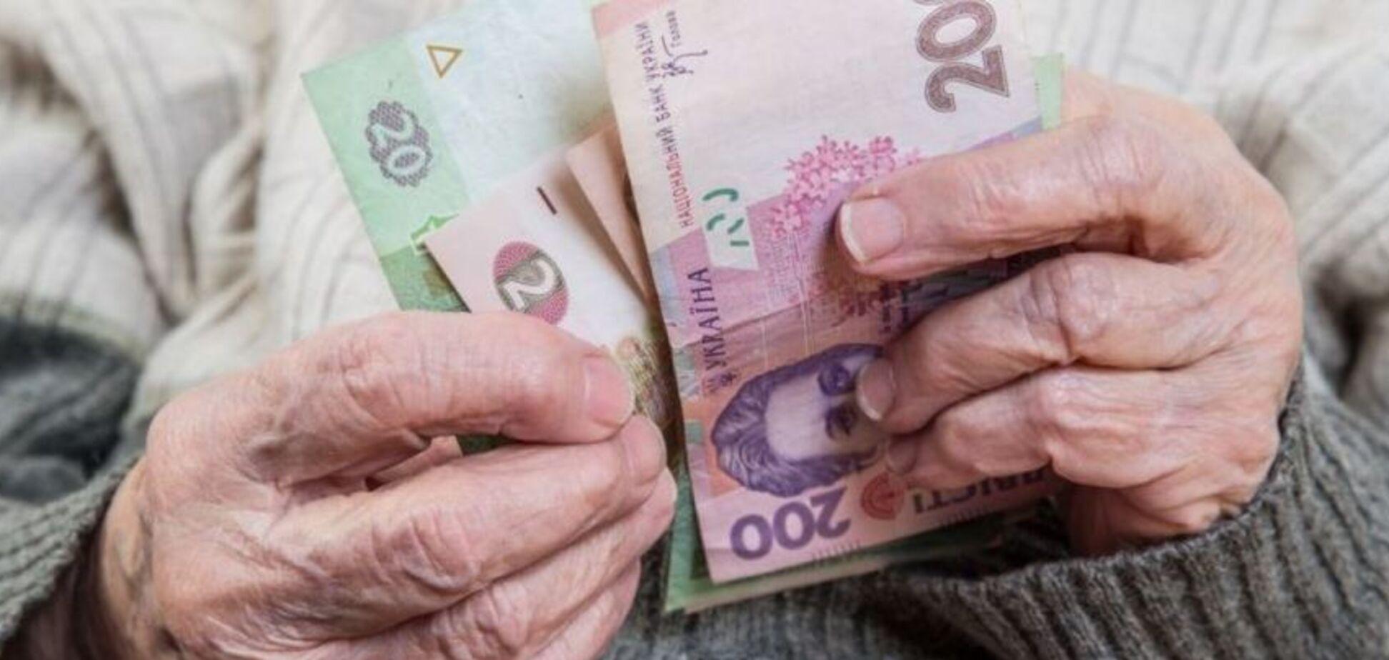 В Україні масово підвищили пенсії: кого стосується в першу чергу