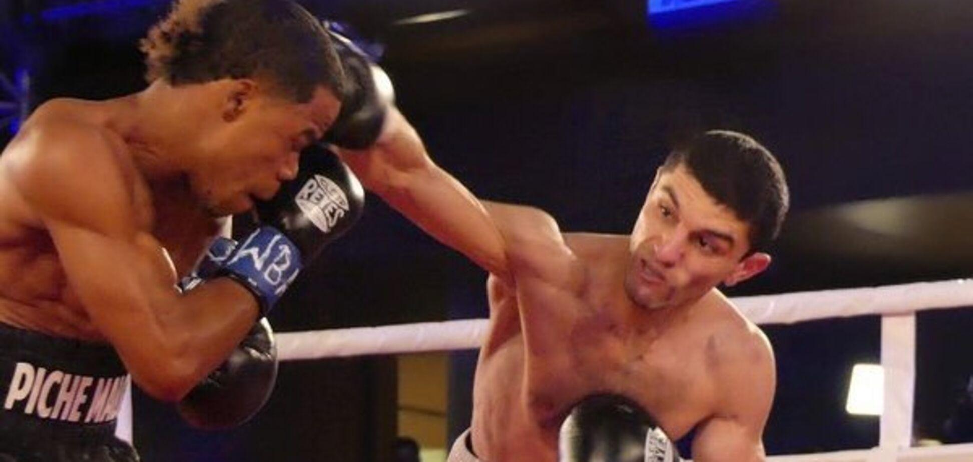 Ползал по рингу: непобедимый украинский боксер выиграл чемпионский бой