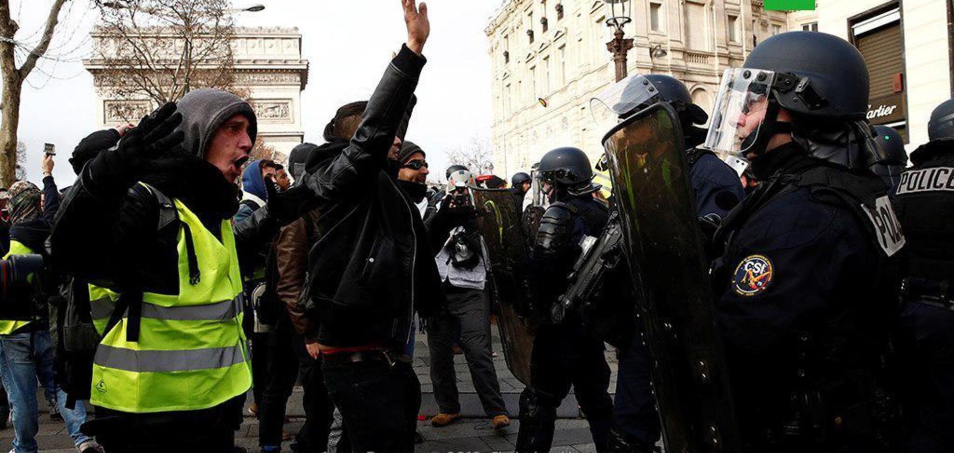 Во Франции вновь вспыхнули протесты ''желтых жилетов'': десятки задержанных