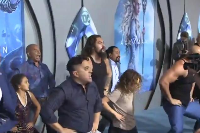 Джейсон Момоа устроил дикие танцы на премьере ''Аквамена'': появилось видео