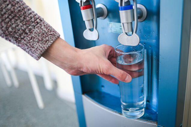 ''Разрушает организм'': выяснилась опасность фильтрованной воды