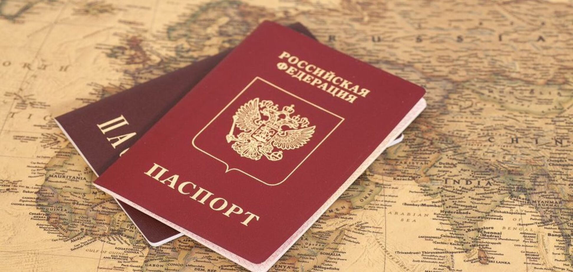 ''Чемодан, вокзал, Россия'': у Путина придумали, как ''защитить'' верующих в Кирилла украинцев