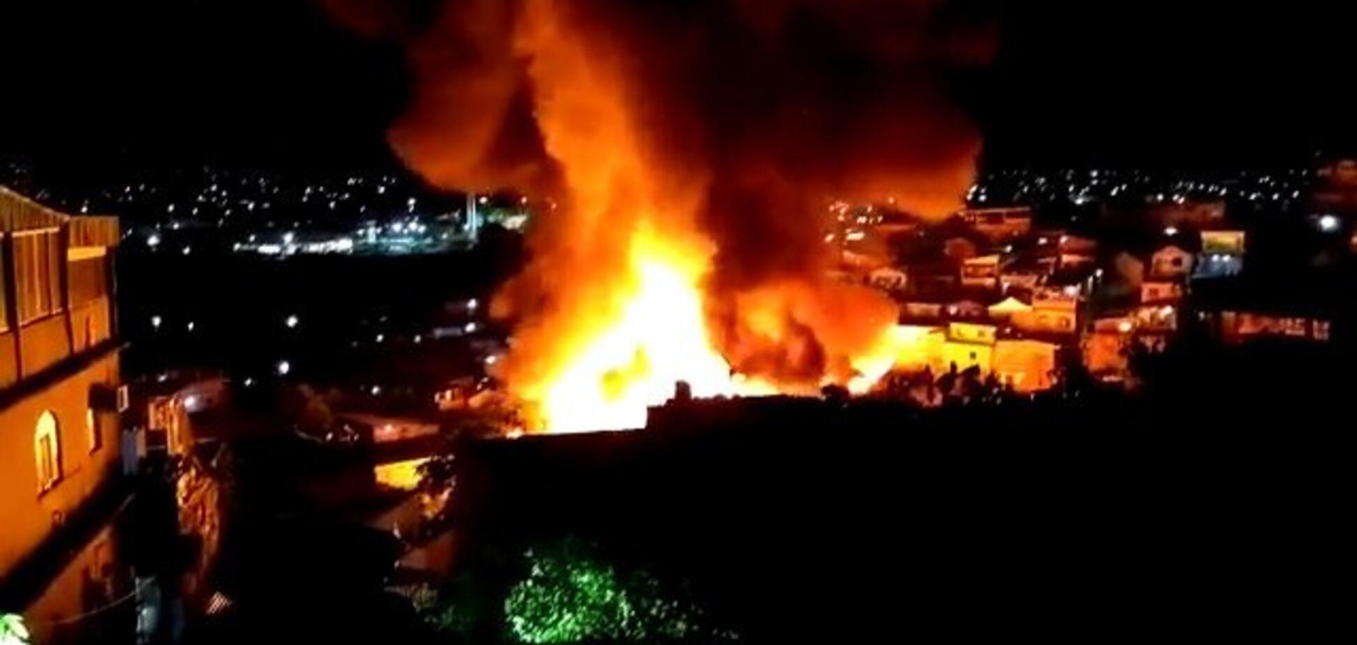 Близько 600 будинків знищила потужна пожежа