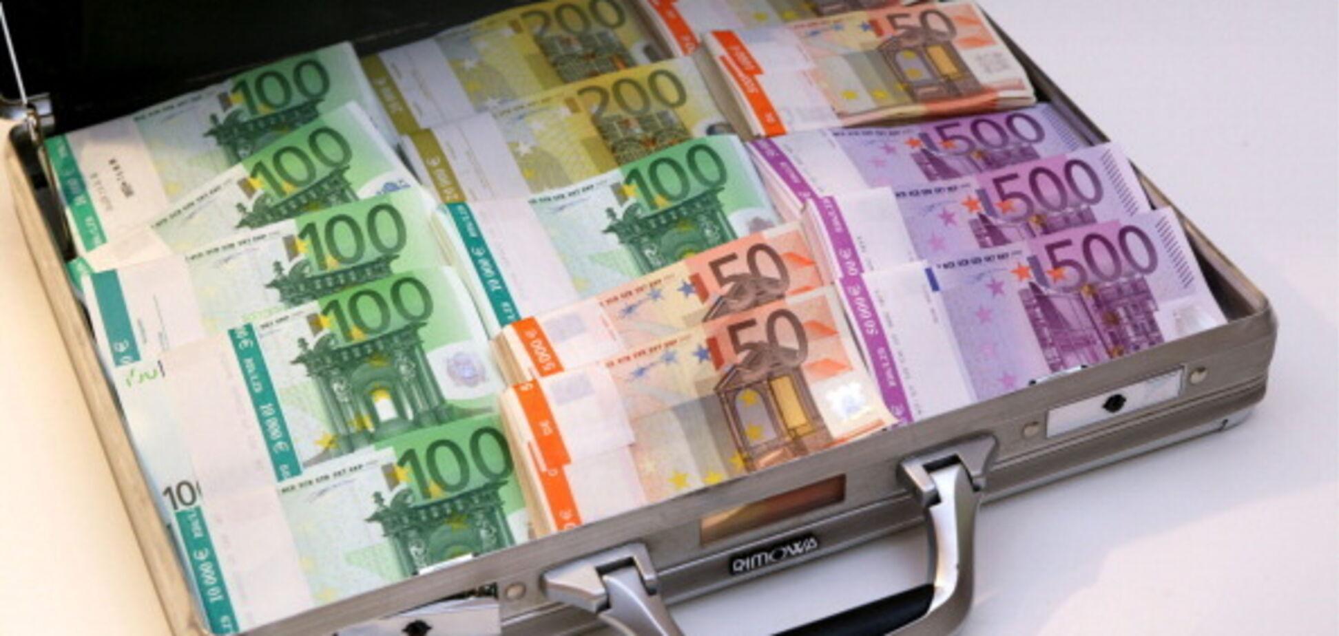 Нове рішення МВФ щодо України: як вплине на курс долара