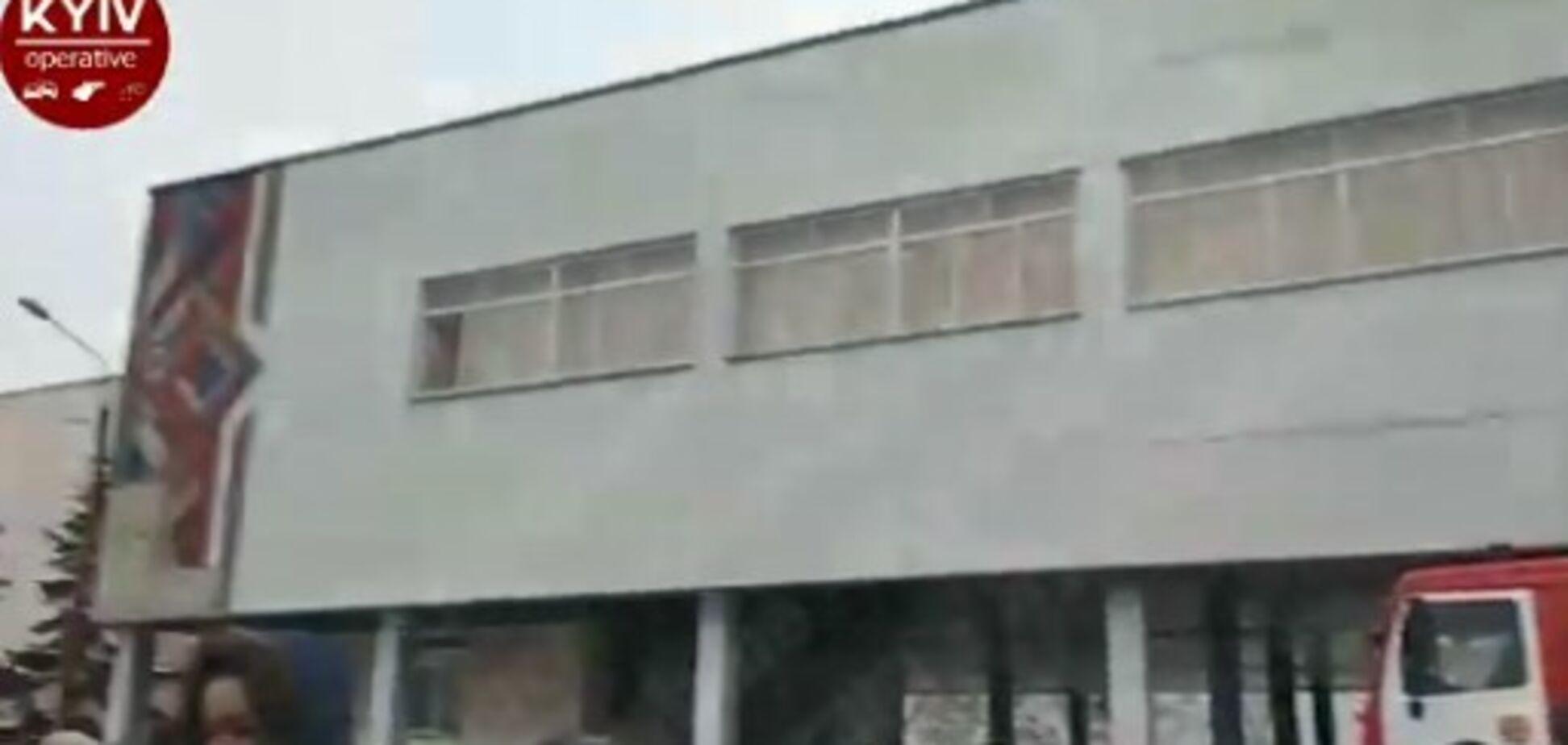 У Києві загорілася школа: дітей евакуювали