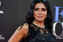 До пяти лет тюрьмы: в Египте разгорелся скандал вокруг откровенного наряда кинозвезды