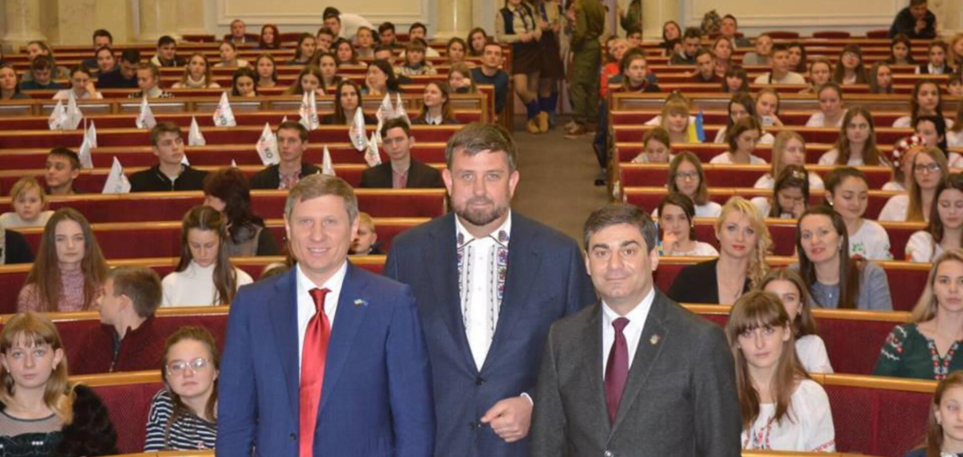300 дітей Луганщини та Донеччини відвідали Верховну Раду