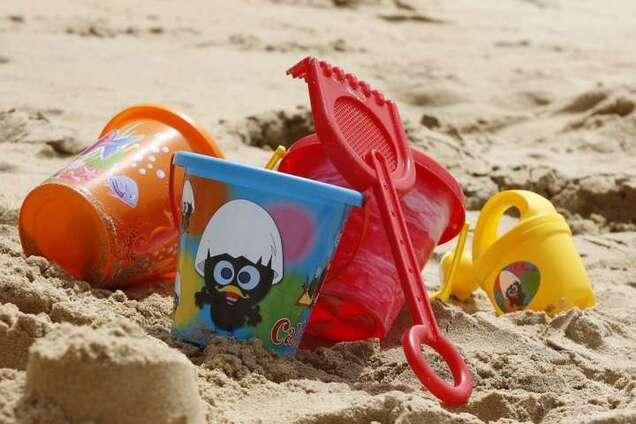 Выводится из организма 30 лет: в детских игрушках и посуде найден смертельный яд