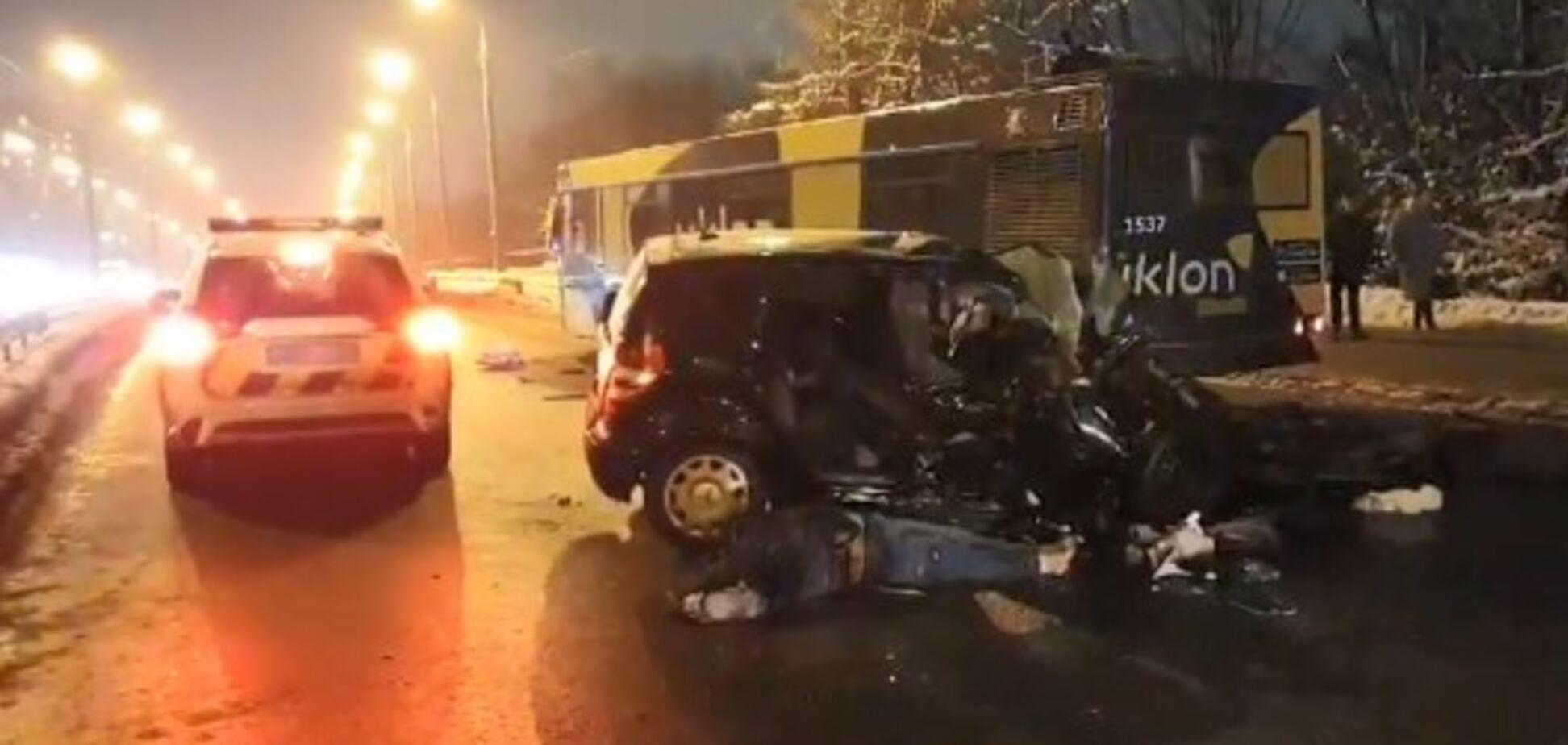 У Києві в ''п'яній'' ДТП загинула вагітна: відео з місця аварії
