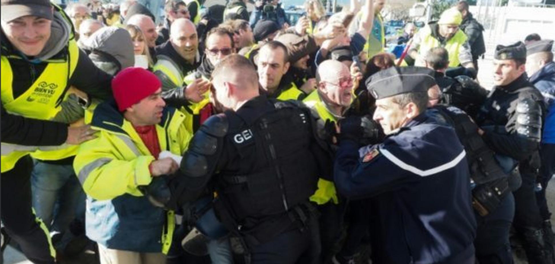 Во Франции вспыхнули новые протесты: опубликованы фото и видео
