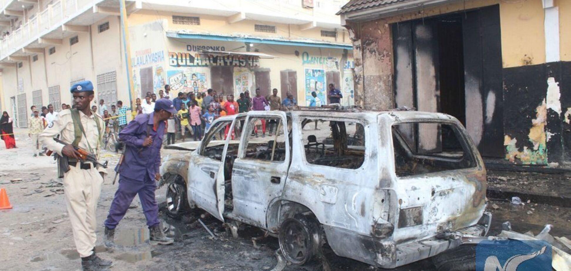 В столице Сомали устроили мощный двойной теракт: 15 жертв, среди раненых — журналисты и замгубернатора
