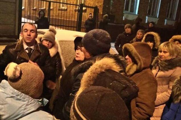 Пикет из-за отставки директора школы в Харькове