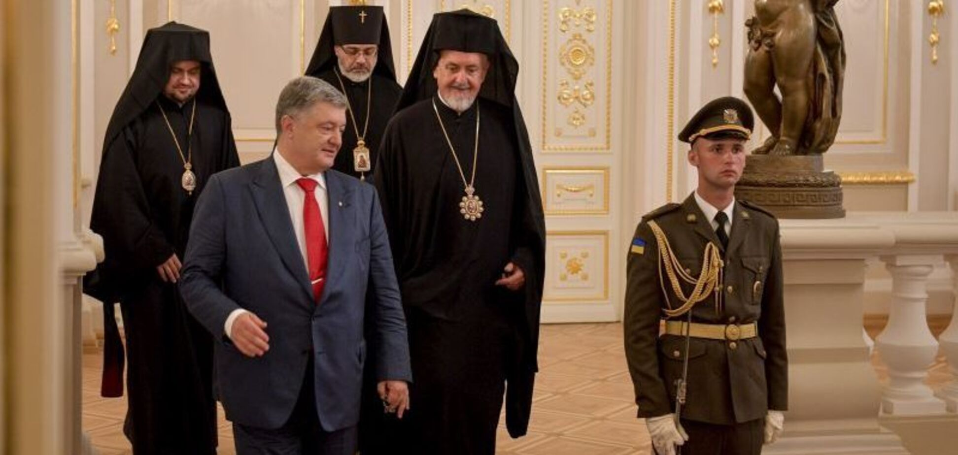 ''Без него не было бы возможным'': Константинополь оценил вклад Порошенко в УПЦ
