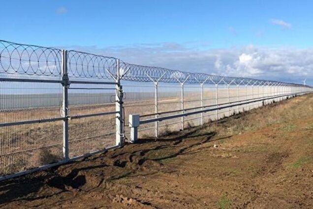 Паркан на північному кордоні окупованого Криму