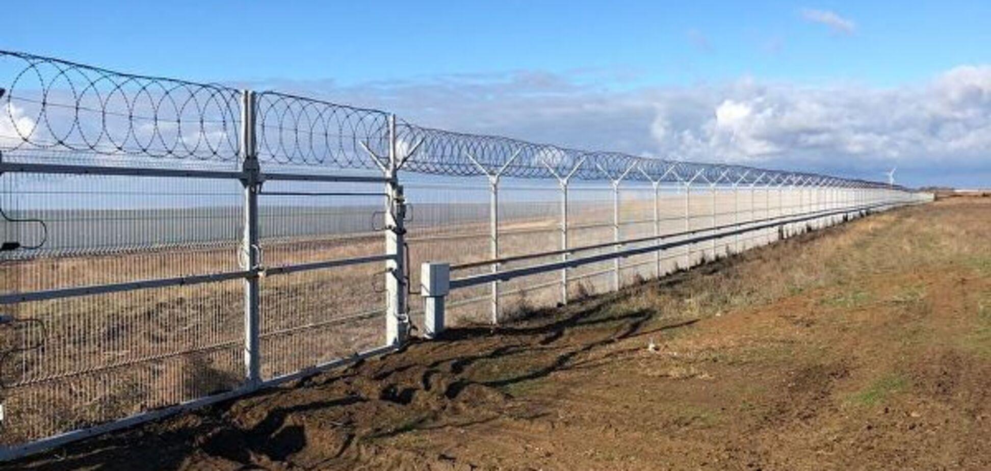 Марионетки Кремля рассказали, зачем отгородили украденный Крым забором