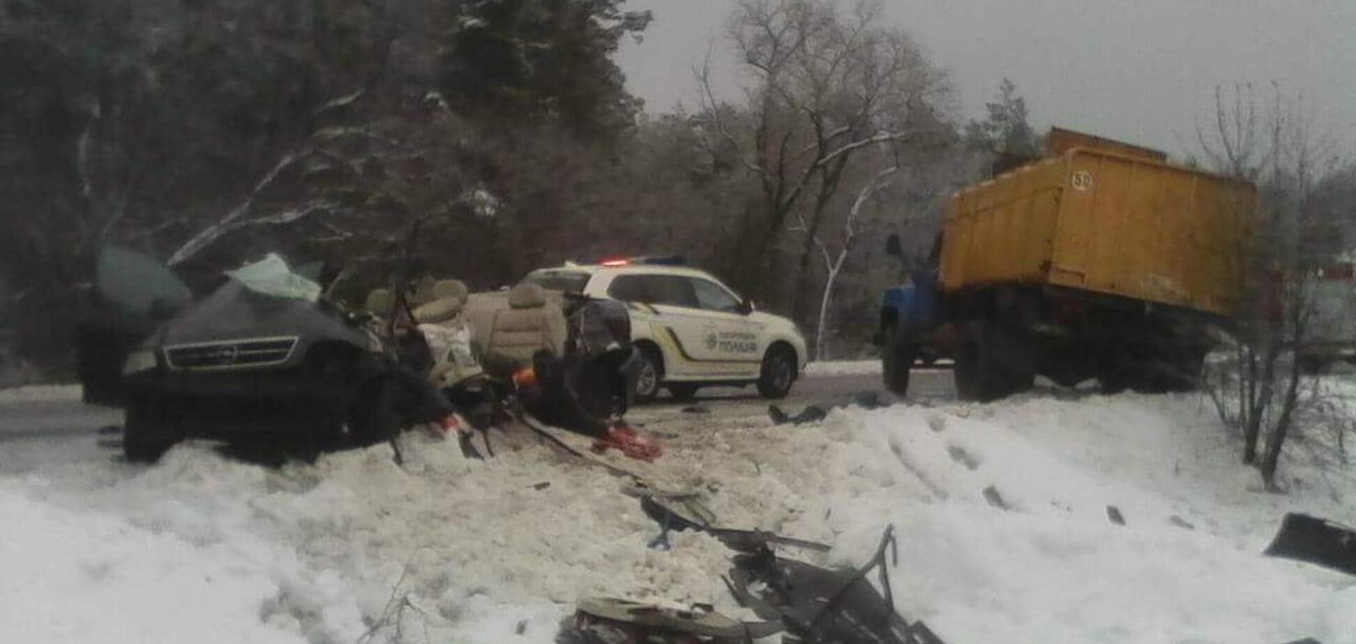 Під Києвом трапилася масштабна ДТП: багато загиблих і поранених. Кадри 18+