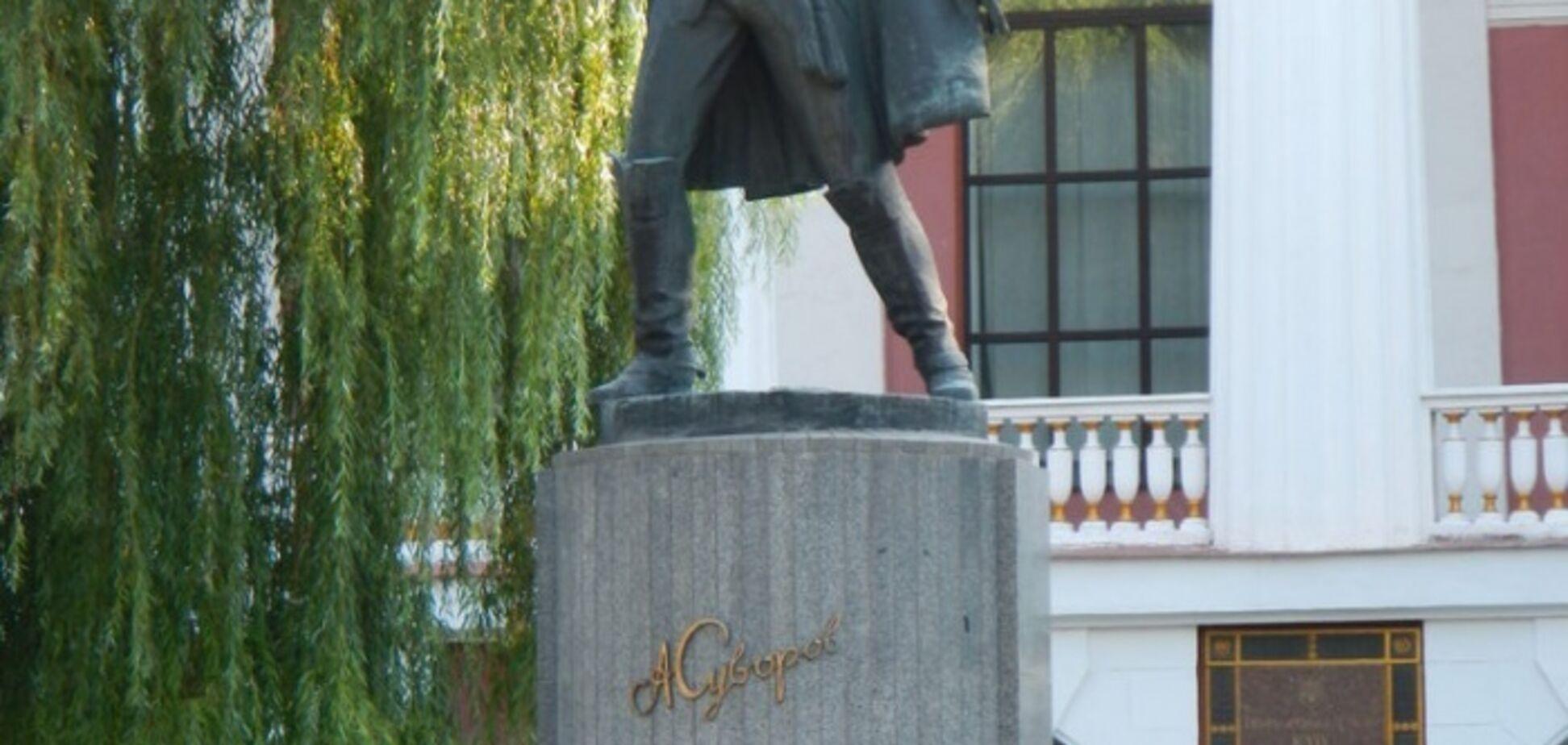 Що робити  з Суворовим?