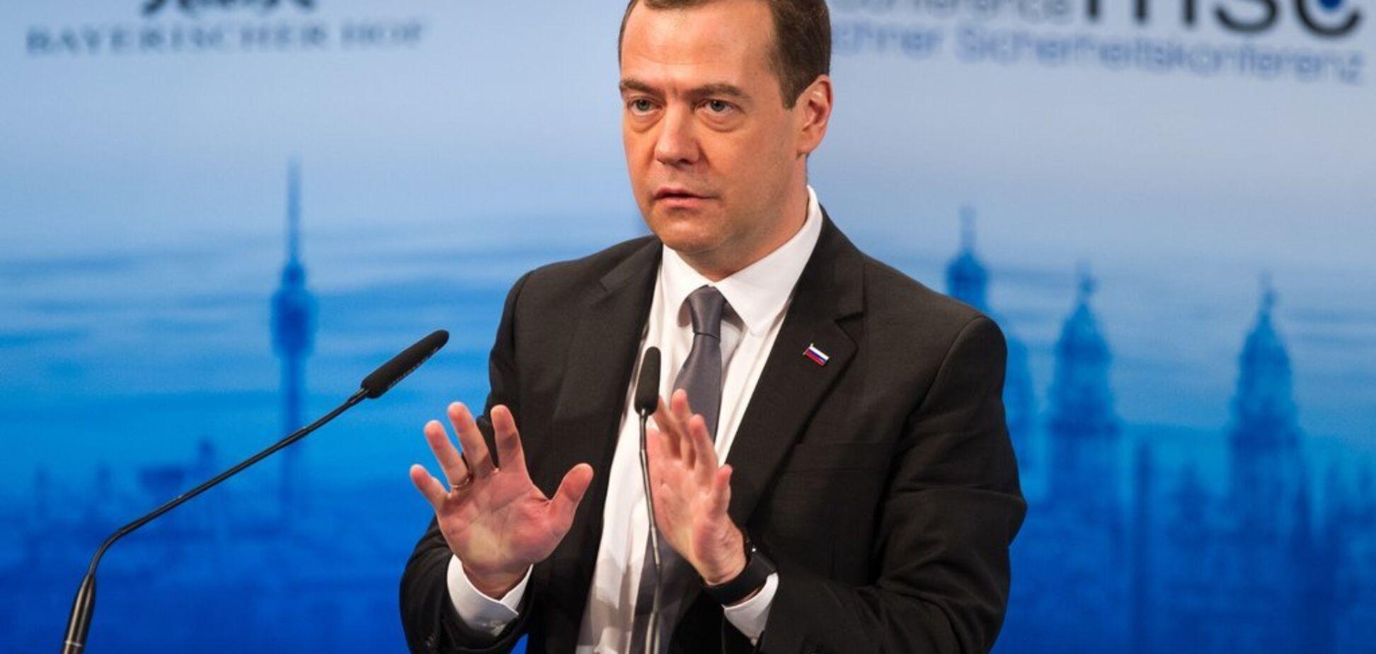 ''Дімон підписун'': у мережі висміяли Медведєва за нові санкції проти України