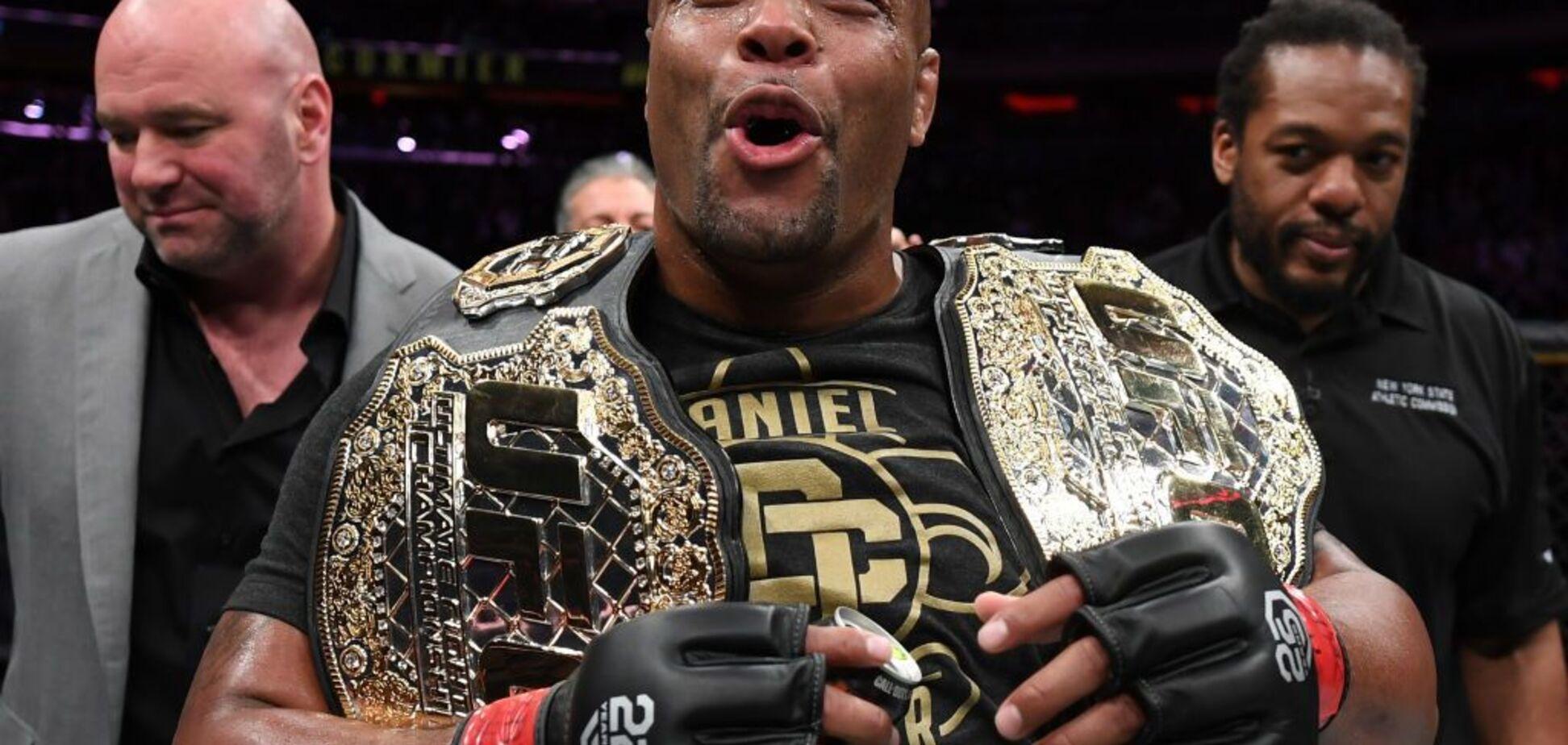 Лучший боец UFC сенсационно отказался от чемпионского пояса