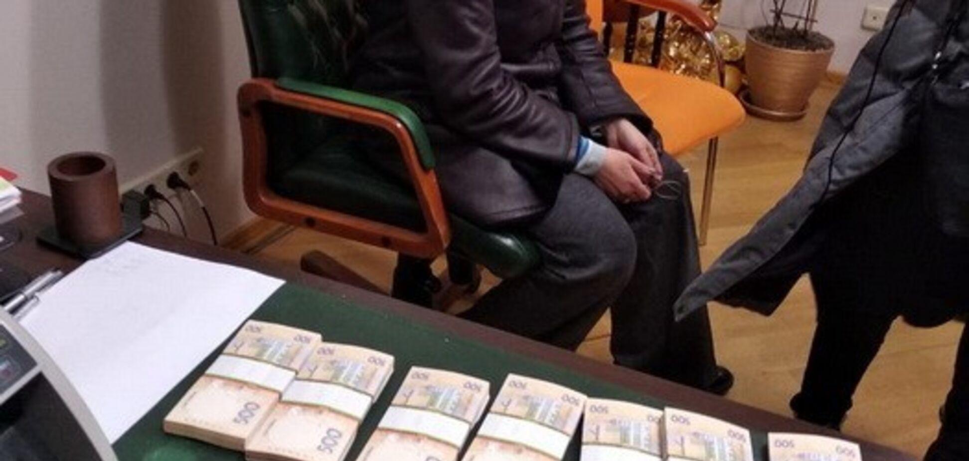СБУ викрила вимагання грошей у власників банку у Києві