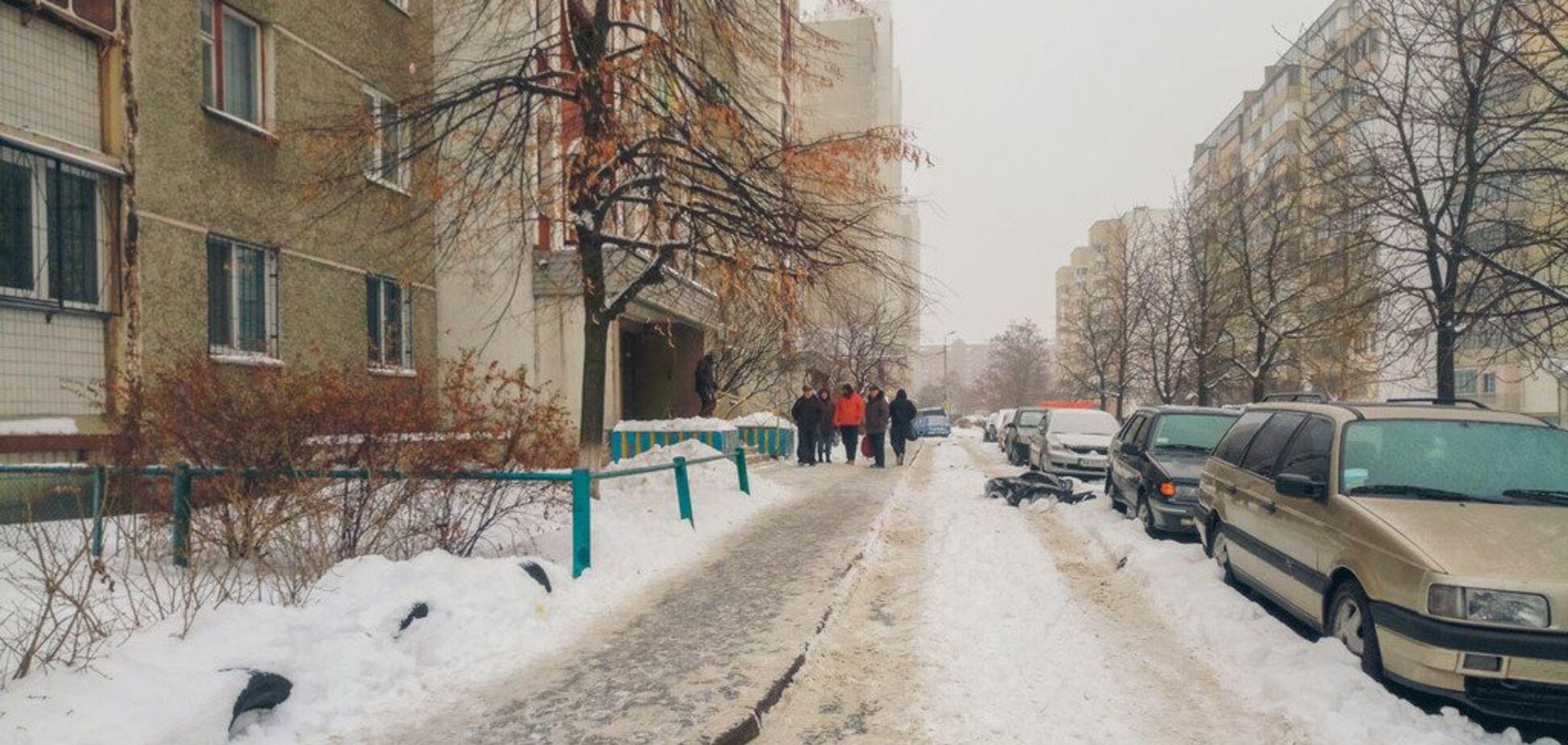 Через цькування на роботі: у Києві чоловік вистрибнув з вікна багатоповерхівки