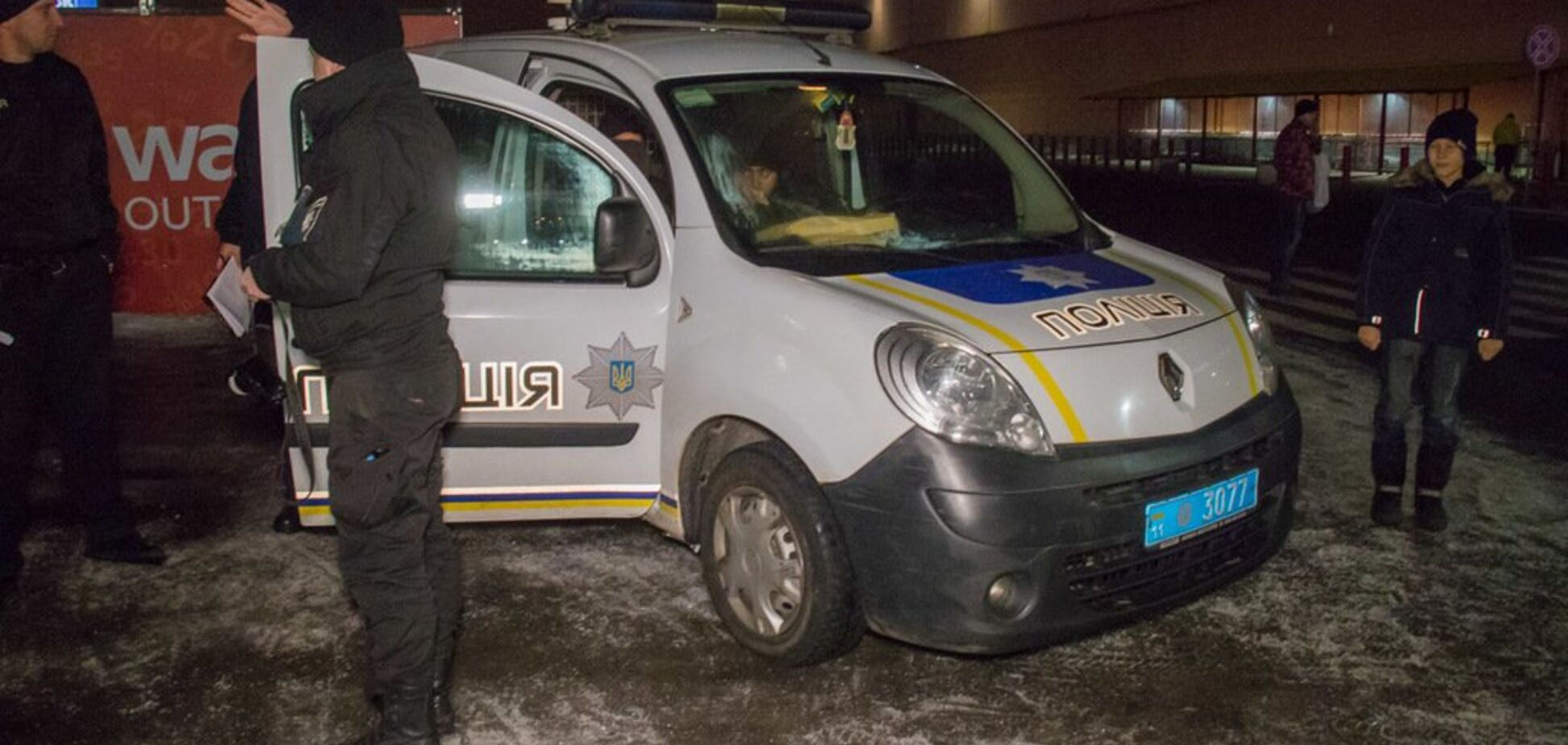 У Києві сталася кривава НП з поліцейським: з'явилися фото і відео