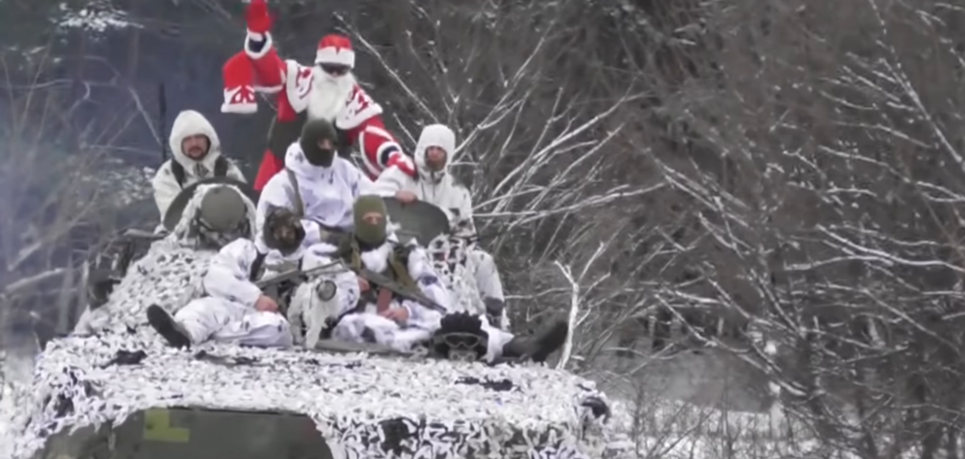 На БМП и в окопах: бойцы ВСУ оригинально поздравили Украину с Новым годом