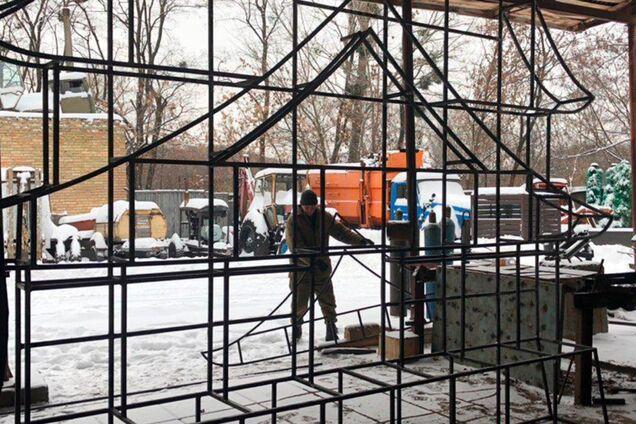 """На """"Певческом поле"""" начали строить апельсиновые замки"""