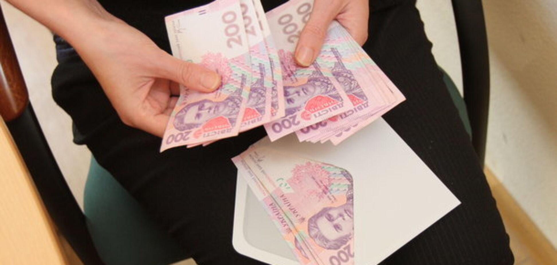 ''Позбавляють майбутнього!'' Українці висловилися про штрафи за зарплати в конвертах