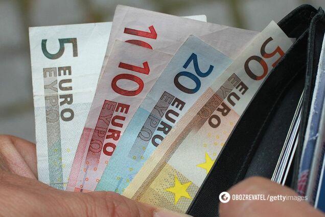 """""""Настав час"""": в ЄС розробили план відмови від долара на користь євро"""