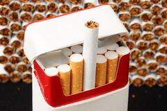 С витрин украинских магазинов исчезнут сигареты: что известно