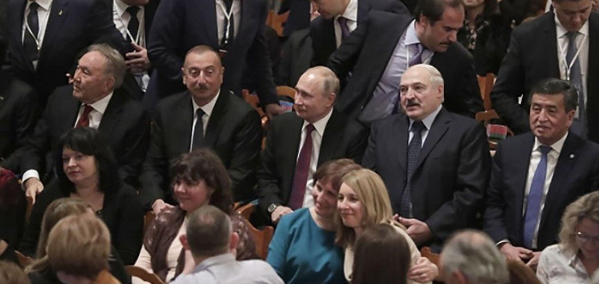 ''Інтимно переконував'': у мережі показали продовження гучної сварки Путіна і Лукашенка