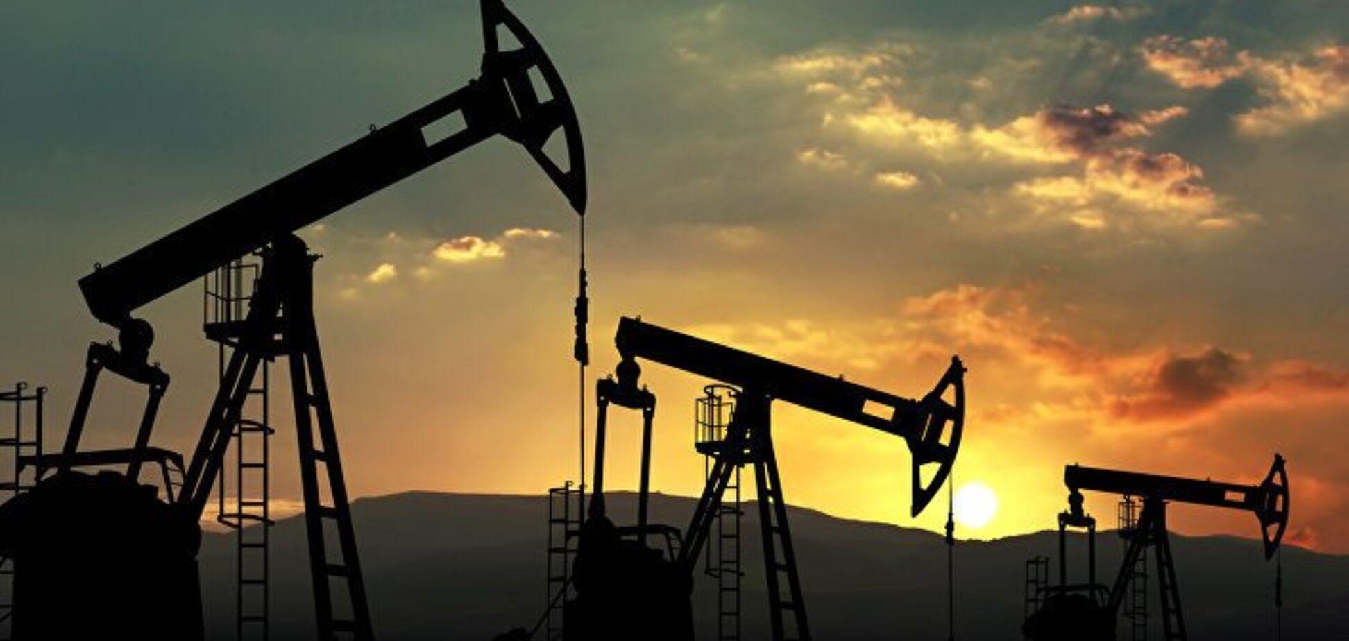 Ціна нафти пробила мінімальну позначку за рік
