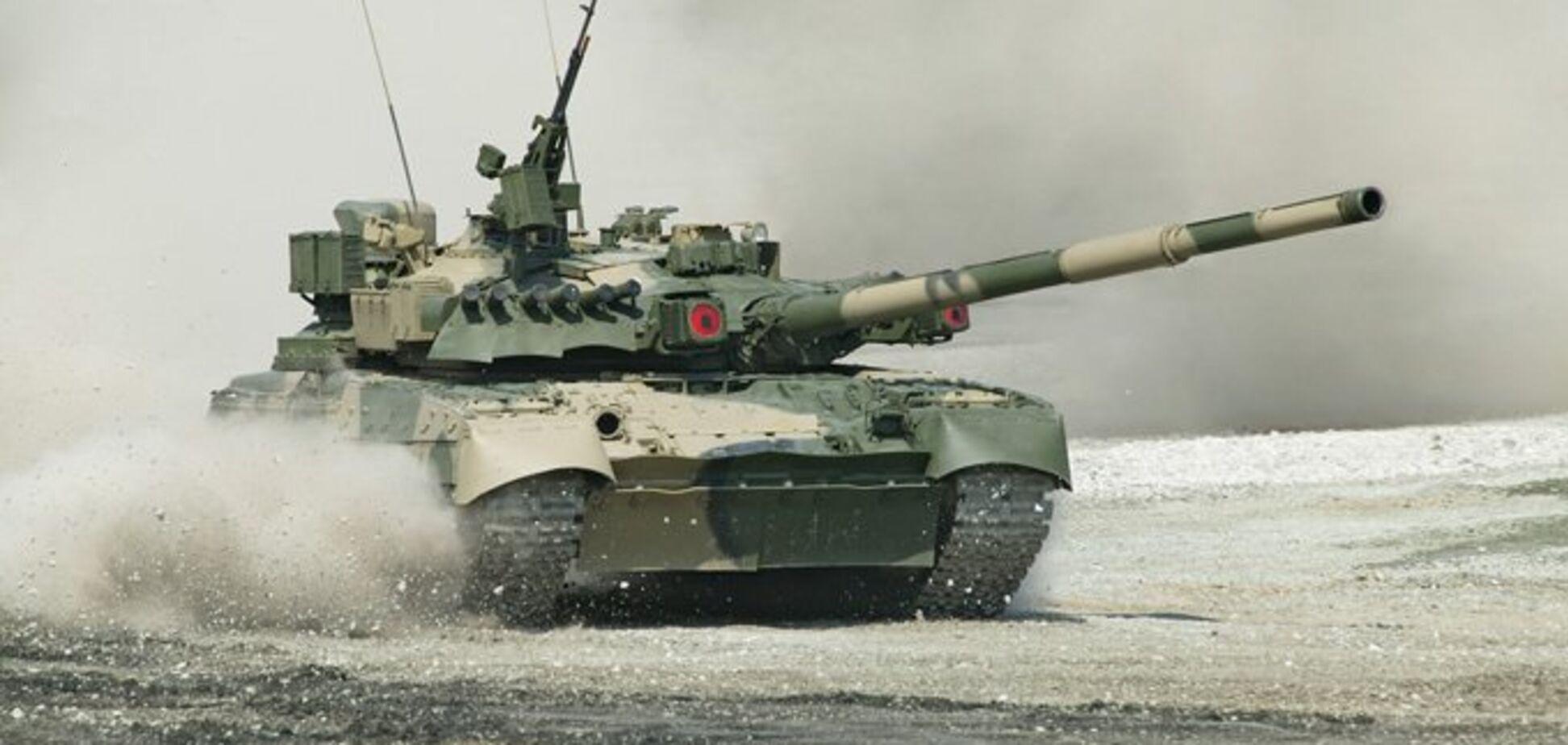 Росія стягнула сотні танків до кордону з Україною: військова техніка потрапила на супутникові знімки