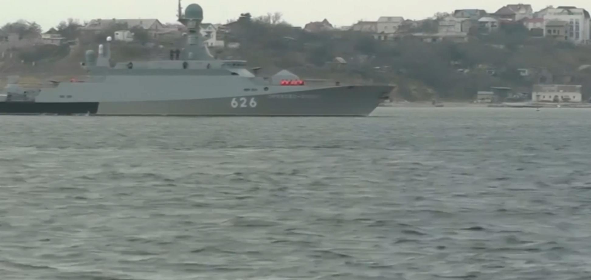 Росія перекинула до Криму бойовий корабель: з'явилося відео