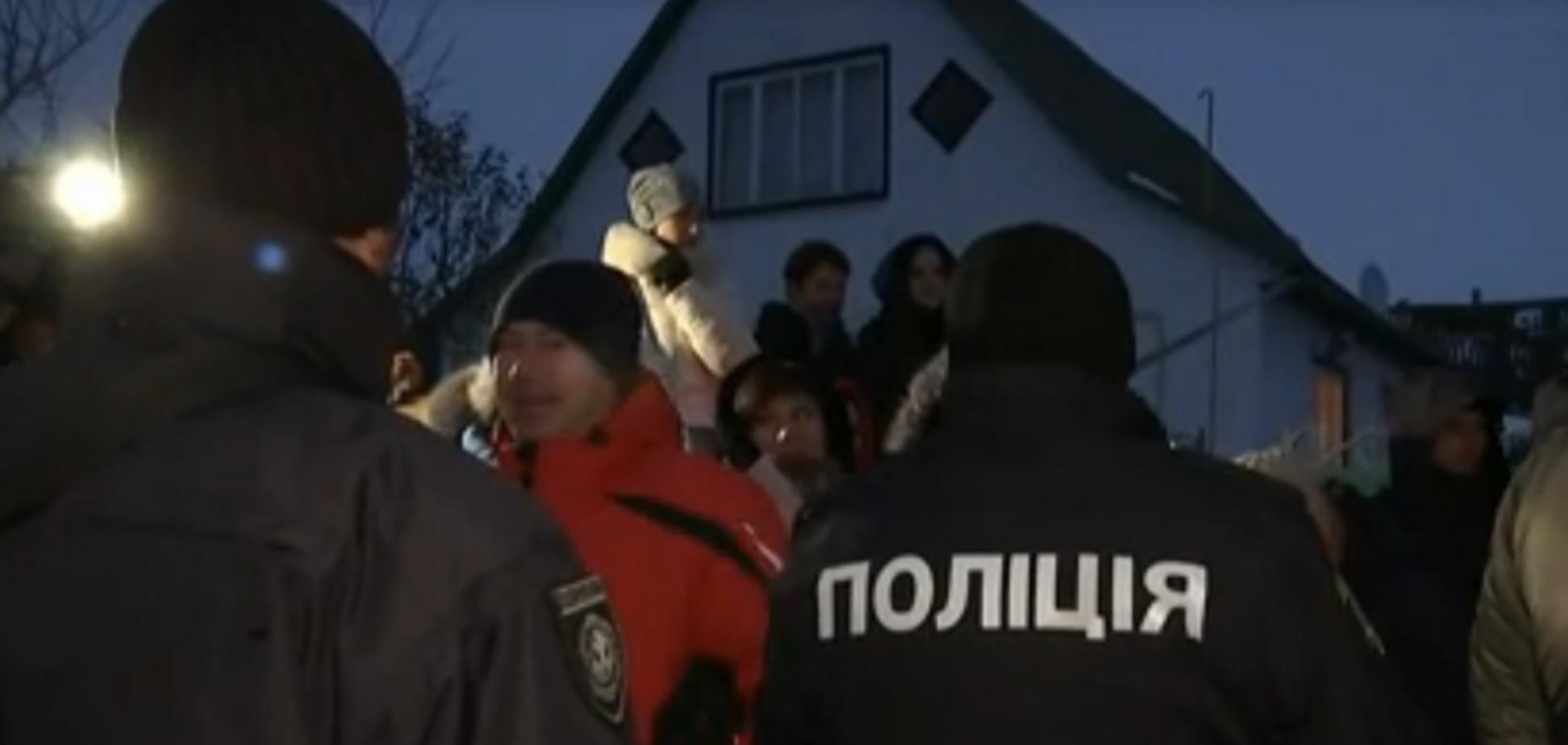 Ходить зі зброєю: на Черкащині люди збунтувалися через маніяка-сина екс-судді