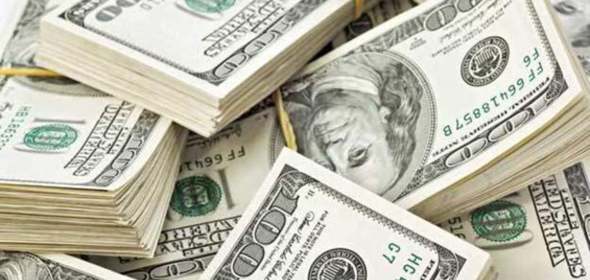 Курс валют в Україні: коли вигідно купувати, а коли продавати долар