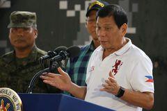 Скандальний президент Філіппін закликав прострілювати жінкам вагіни
