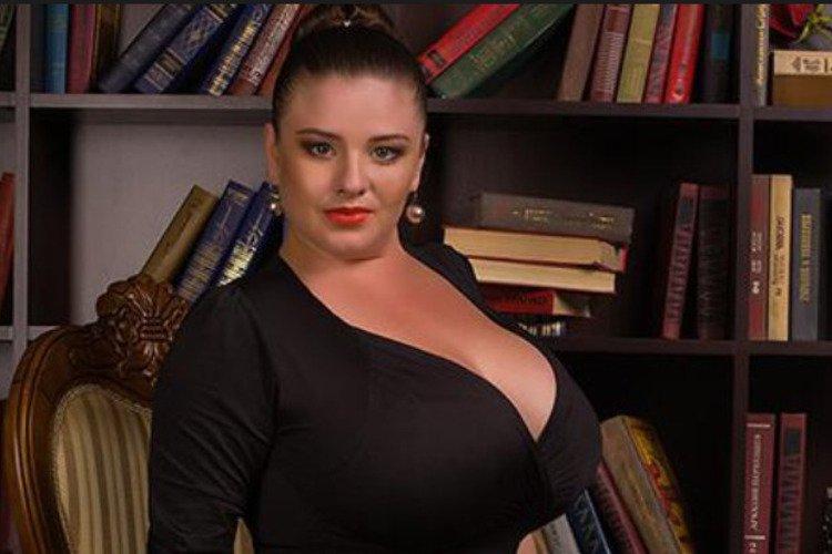 Телеведущие с большой грудью, онлайн видео секс босс
