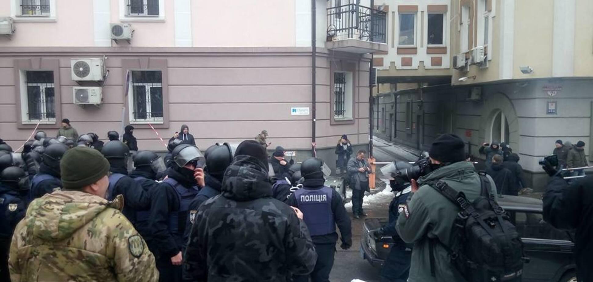 Суд над мэром Одессы перерос в стрельбу: ранен полицейский