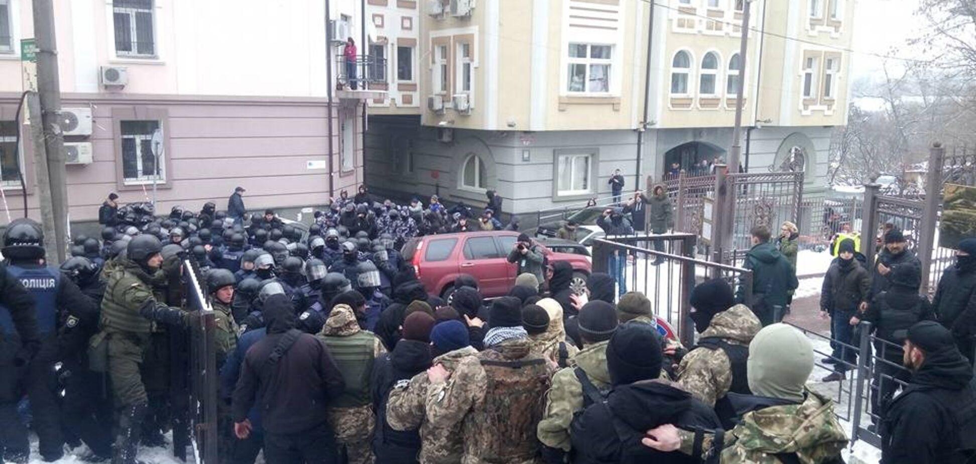 Ранение полицейского возле суда Киева: всплыли детали о личности стрелка