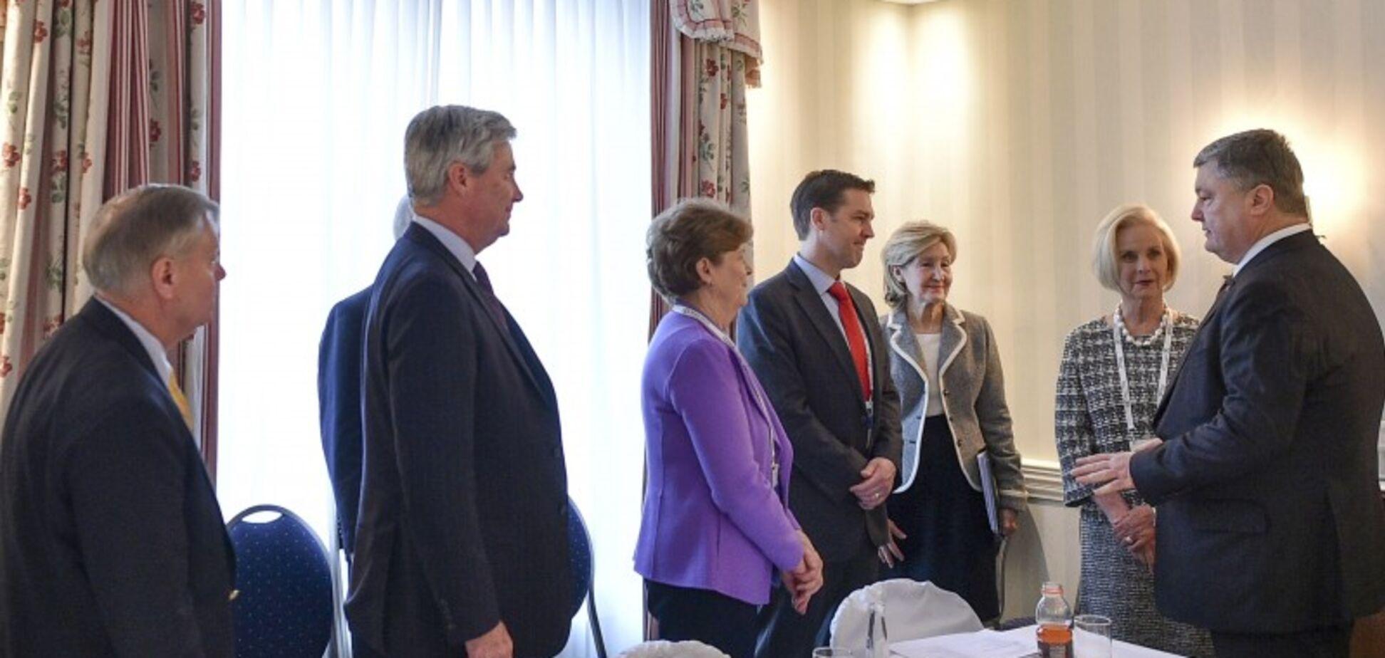 Порошенко обсудил с конгрессменами США освобождение Крыма