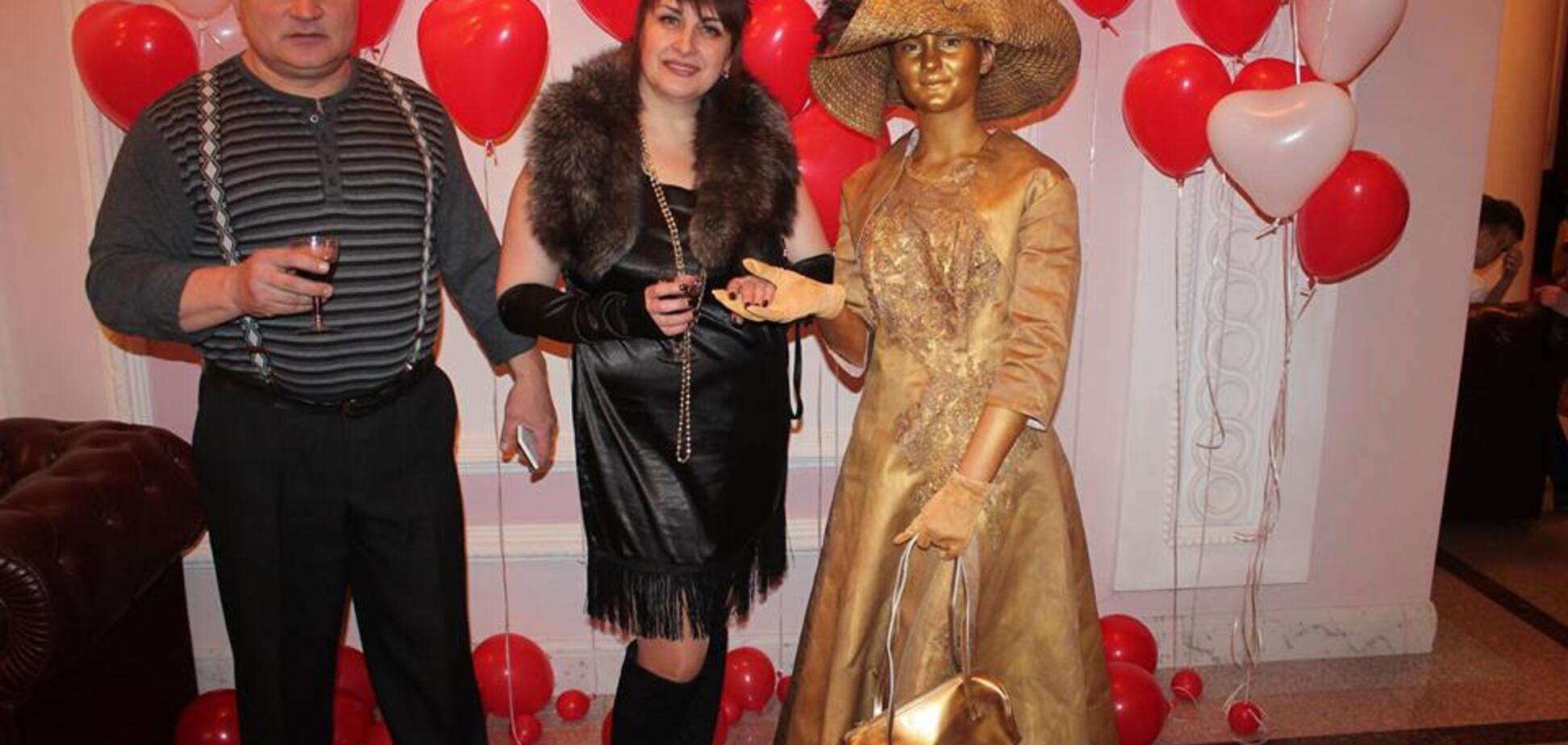 'Глаза вылезли': фото бала в Кропивницком с 'Ди Каприо' и колбасой попали в сеть