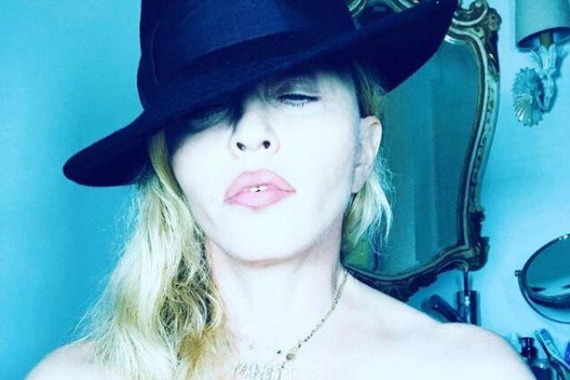 Мадонна выложила в сеть голое селфи