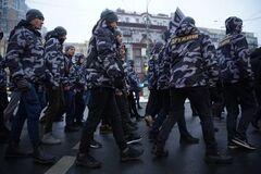 Столкновения под Радой: Порошенко осудил действия 'Нацдружин'