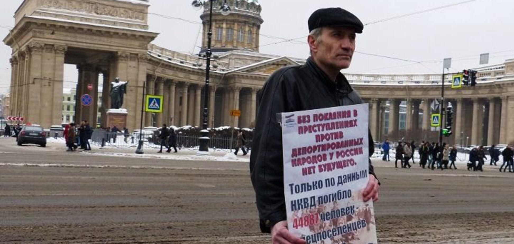 'Стреляя в Украину и Сирию, вы убиваете Россию': в Москве и Санкт-Петербурге прошли пикеты в поддержку крымских татар