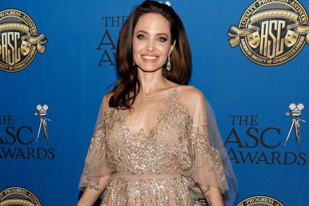 """""""Она слабохарактерная"""": Джоли """"прошлась"""" по бывшей жене Питта"""