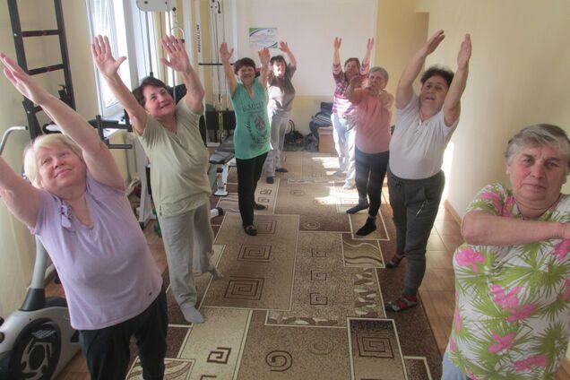 На Волыни пенсионерки делают зарядку под песни Винника